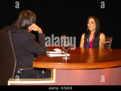Miami Florida July 14 Julieta Venegas Interviewed By Jaime Stock Photo Alamy De igual manera, y durante el discurso que bayly ofreció en ése. alamy