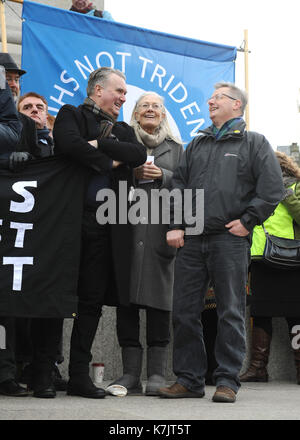 Photo Must Be Credited ©Kate Green/Alpha Press 079965 27/02/2016 Vanessa Redgrave with SNP Tommy Sheppard MP, MP - Stock Photo