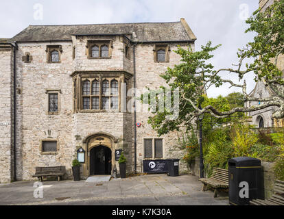 Prysten House is a 15th century merchant's house in Finewell Street, Plymouth, UK.  It houses a restaurant, 'the - Stock Photo