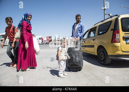 Syrian refugees (mainly from Aleppo and Idlib) entering Turkey in Kilis. Most of them will live in refugee camp. - Stock Photo