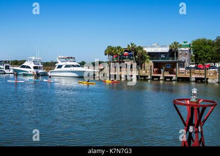South Carolina, SC, Mt. Pleasant, Shem Creek, waterfront, watersport, paddle boarding, kayaking, Muddy's, restaurant - Stock Photo