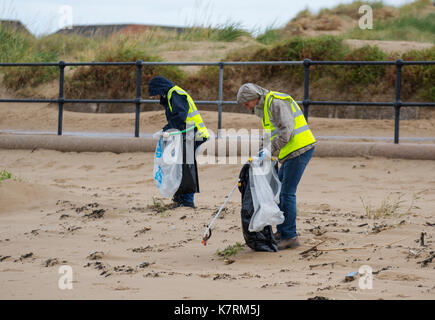 Crosby, Merseyside.  UK Weather.  17th September, 2017. Elmo & Flow, both 6 years old, on National Beach Clean Day - Stock Photo