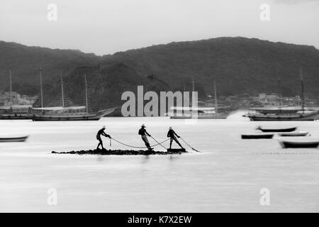 Armação de Búzios, Rio de Janeiro, Brazil. 04th January 2015. Long exposure, black and white photograph of a bay - Stock Photo