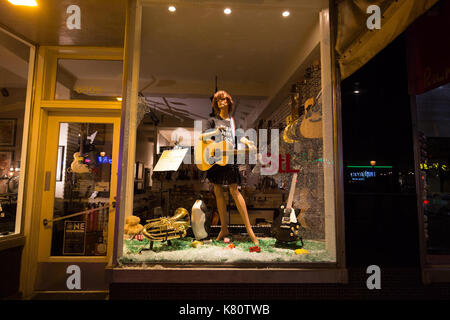 Chicago, USA. 16th Sep, 2017. Windows of stores are seen broken in St. Louis, Missouri, the United States, Sept. - Stock Photo