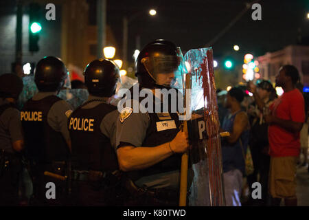 Chicago, USA. 16th Sep, 2017. Police guard as protestors march in St. Louis, Missouri, the United States, Sept. - Stock Photo