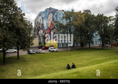 MOSCOW, RUSSIA - SEPTEMBER 16, 2017: A mural on the side wall of a house in Volkhonka Street, central Moscow, showing - Stock Photo