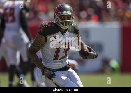 Tampa, Florida, USA. 17th Sep, 2017. Tampa Bay Buccaneers wide receiver Mike Evans (13) receives the ball placing - Stock Photo