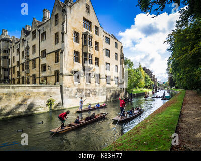 Tourists Punting on the River Cam in central Cambridge next to Kings College. - Stock Photo