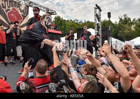 Washington, District of Columbia, USA. 16th Sep, 2017. Violent J of Insane Clown Posse, reaches out to shake hands - Stock Photo