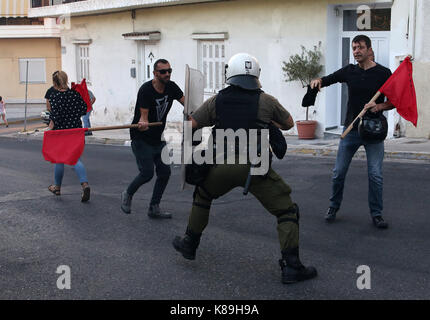 Athens. 18th Sep, 2017. Protestors clash with anti-riot police during a rally at Piraeus near the capital Athens, - Stock Photo
