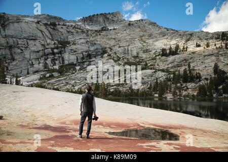 Yosemite National Park, California, USA. 13th Sep, 2017. Will Brunker watching the clouds roll over the Sierras - Stock Photo