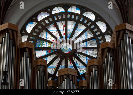 Rosettenfenster in der Propsteikirche St. Johannes Baptist in Dortmund, Ruhrgebiet, Nordrhein-Westfalen - Stock Photo