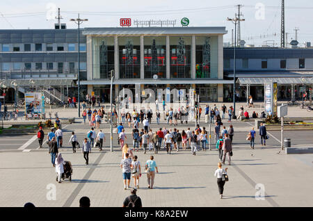 Hauptbahnhof Dortmund, Bahnreisende vor dem Bahnhofsgebaeude am Koenigswall, Ruhrgebiet, Nordrhein-Westfalen - Stock Photo