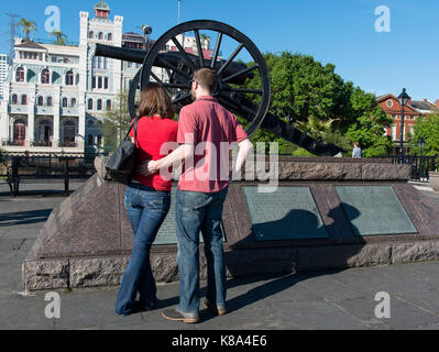 An historical cannon in Washington Artillery Park near Jackson Square, in the French Quarter of New Orleans, Louisiana. - Stock Photo