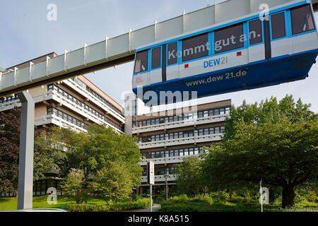 Technische Universitaet Dortmund, Hochschulgebaeude Emil-Figge-Strasse 50 auf dem Campus Nord, H-Bahn zwischen Campus - Stock Photo
