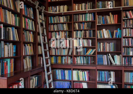Books line the shelves in the Lee Library of the British Academy, on 17th September 2017, at 10-12 Carlton House - Stock Photo