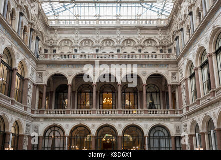 The architecture of the covered Durbar Court, inside the Foreign and Commonwealth Office (FCO) and part of the former - Stock Photo