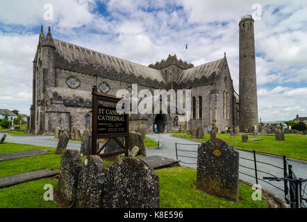Ireland, Kilkenny, Saint Cainnech cathedral with round tower from the 6th century, Irland, St Cainnech Kathedrale - Stock Photo
