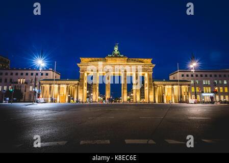 Brandenburg Gate at night, illuminated, Berlin-Mitte, Berlin, Germany