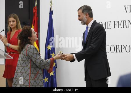 Madrid, Spain. 19th Sep, 2017. Spain's King Felipe VI (R) gives Colombian professor Juanita Gonzalez-Uribe (L) 7th Jaime Fernandez de Araoz Award of Corporate Finance, during a ceremony held in Madrid, Spain, 19 September 2017. Credit: Juanjo Martin/EFE/Alamy Live News Stock Photo