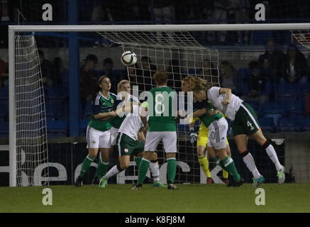 Lurgan, Northern, Ireland. 19th Sep, 2017. 2019 FIFA Women's World Cup Qualifier (Group 3). Northern Ireland (green) - Stock Photo