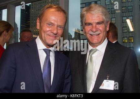 Nueva York, Estados Unidos. 19th Sep, 2017. Foreign Minister of Spain, Adolfo Dastis (R), poses with Donald Tusk, President of the European Council, during a social gathering in the offices of the European Union with the attendance of delegates participating in the General Assembly of the United Nations in New York, USA, 19 September 2017. Credit: Miguel Rajmil/EFE/Alamy Live News Stock Photo