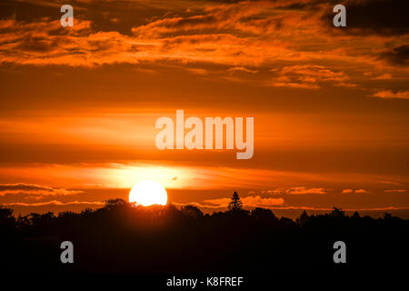 Tuesley Farm, Godalming. 20th September 2017. UK weather. Clearing skies led to a beautiful start to the day over - Stock Photo