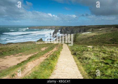 Bedruthan Steps - the coastal path leading down to Bedruthan Steps on the North Cornwall coast. - Stock Photo