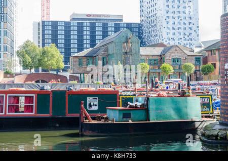Colourful narrow boats moored in Gas Street Basin, Birmingham - Stock Photo