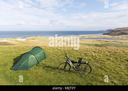 Wild camping at Sandwood Bay, Sutherland - Stock Photo