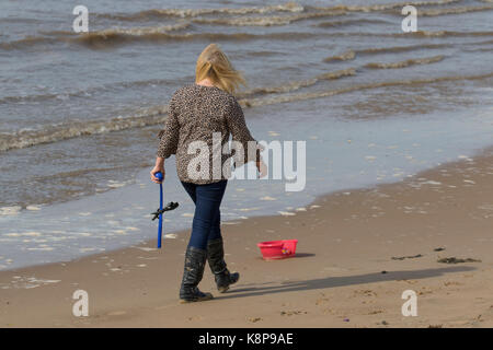 Crosby, Sefton, Merseyside. UK Weather. 20th September, 2017. Sunny day at on the Mersey Estuary as the high tide - Stock Photo