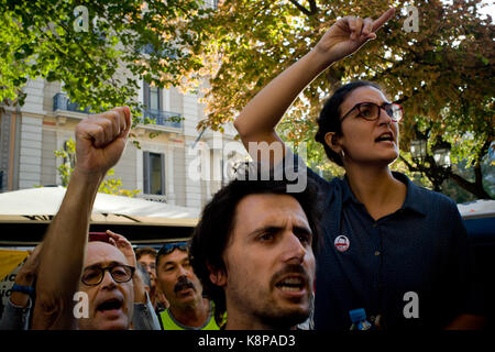 Barcelona, Spain. 20th Sep, 2017. Pro-independence supporters shout slogans close to Catalan  Economy Ministry in - Stock Photo
