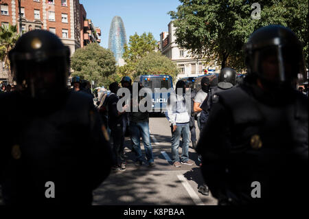 Barcelona, Spain. 20th Sep, 2017. Manager gathered in front of the headquarters of the CUP 'Catalan independence - Stock Photo