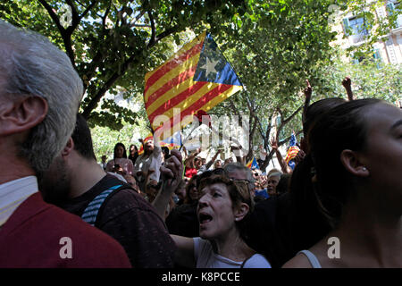 Barcelona, Spain. . 20th Sep, 2017. BARCELONA, CATALONIA, SPAIN Supporters of the referendum for Catalan independence - Stock Photo