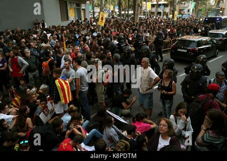 Barcelona, Spain. 20th Sep, 2017. Thousands rally in front of the CUP headquarters in order to avoid a police search - Stock Photo
