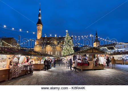 Christmas market in the Town Hall Square (Raekoja Plats) and Town Hall, Old Town, Tallinn, Estonia, Europe - Stock Photo