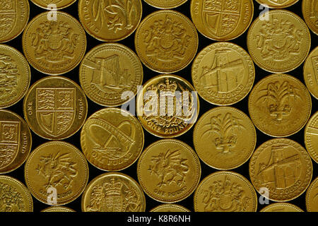 Old style One Pound Coins  Cease to be legal tender after 15th October 2017 - Stock Photo