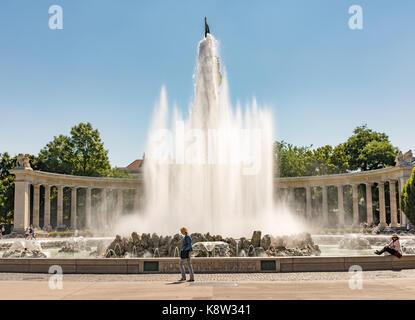VIENNA, AUSTRIA - AUGUST 29: The Hochstrahlbrunnen fountain and the Soviet War Memorial at the Schwarzenbergplatz - Stock Photo