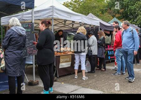 London, UK. 21st Sep, 2017. Farmers Market selling hot food for lunch opens in the grounds of St Thomas' Hospital - Stock Photo
