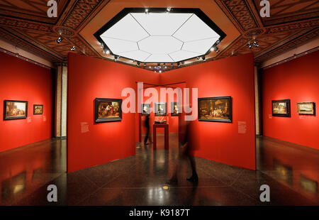 Hamburg, Germany. 21st Sep, 2017. Two women walking through the exhibition 'The Birth of the Art Market. Rembrandt, - Stock Photo