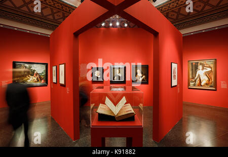 Hamburg, Germany. 21st Sep, 2017. Exhibition staff at the exhibition 'The Birth of the Art Market. Rembrandt, Ruisdael, - Stock Photo