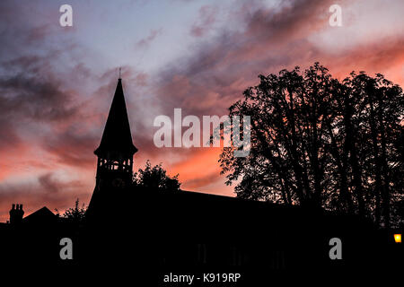 London, UK. 21st Sep, 2017. A Lovely sunset on the last official day of summer in Wimbledon before the Autumn equinox. - Stock Photo