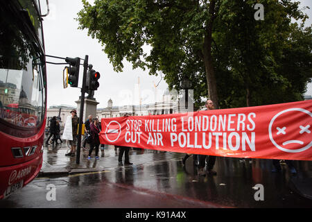 London, UK. 21st Sep, 2017. Environmental activists from the Stop Killing Londoners campaign simultaneously block - Stock Photo
