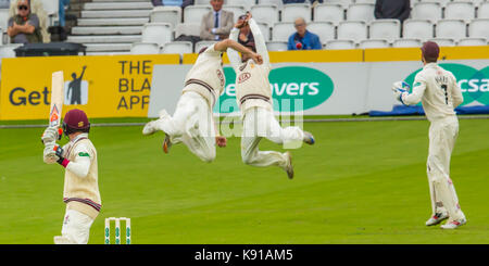 London, UK. 21st Sep, 2017. Rikki Clarke and Kumar Sangakkara just fail to catch Tom Abell batting for Somerset - Stock Photo