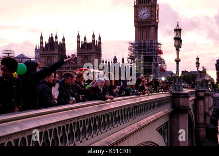 London, UK. 21st Sep, 2017. London commemorates the World Peace Day with a Walk for Peace. The participants distributed - Stock Photo