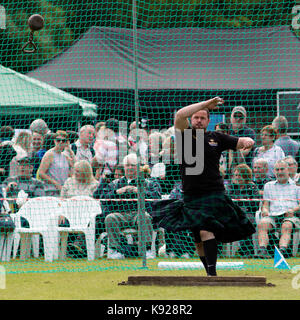 Aberlour, Scotland, UK. 05 Aug, 2017: Competitor in the 'Weight for Distance' event at the 2017 Highland Games in - Stock Photo