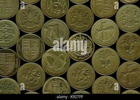 Old style One Pound Coins  Ceases to be legal tender after 15th October 2017 - Stock Photo