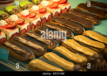 Eclair cakes in a patisserie in Falaise,Calvados, Normandy, France. Aug 2017 - Stock Photo