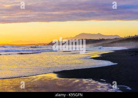 Sunset, Long Beach, Pacific Rim National Park, Vancouver Island, British Columbia, Canada. - Stock Photo