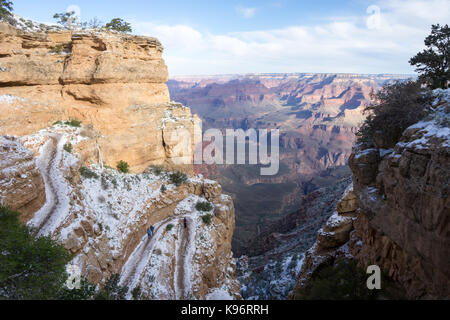 Hikers descend The Grand Canyon along South Kaibab Trail. - Stock Photo
